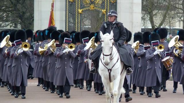 21 Février: la relève de la garde royale à Buckingham Palace